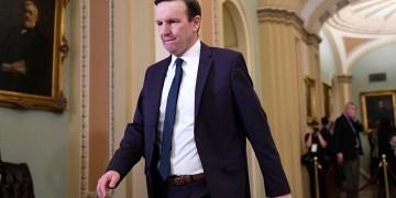 Sen. Murphy calls Trump 'a gift to Russia'