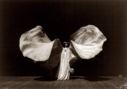Dries Van Noten TV Takeover – Loie Fuller's Danse Serpentine (1897)