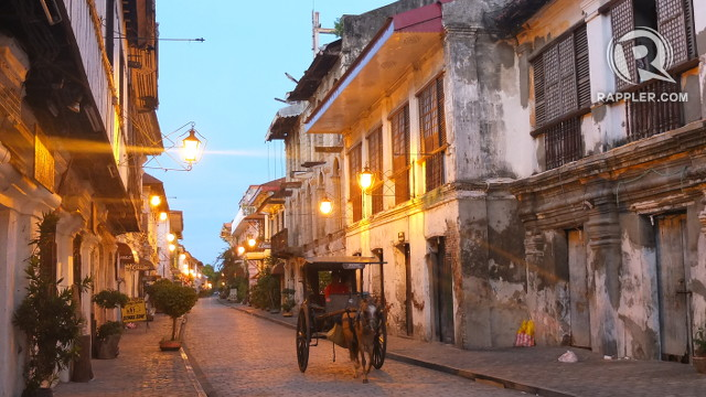 WAKING UP. Calle Crisologo looks magical in the early hours of the morning. All photos by Pia Ranada/Rappler