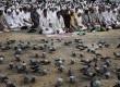 Jamaah shalat di luar Masjidil Haram di kota suci Makkah, Arab Saudi, Selasa (23/10).  (Hassan Ammar/AP)