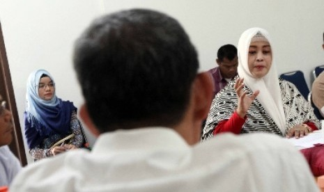 Anggota DPD asal DKI Jakarta Fahira Idris (kanan).