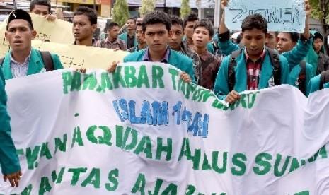 Demo menuntut pembubaran aliran sesat (ilustrasi).