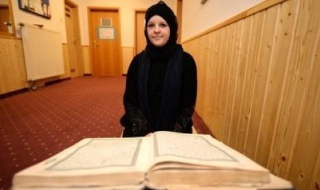 Marjolein mantap memeluk Islam setelah mempelajari banyak agama lainnya.