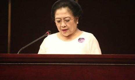 Megawati Soekarno Putri menghadiri seminar konstitusi di MPR, Selasa (18/8).