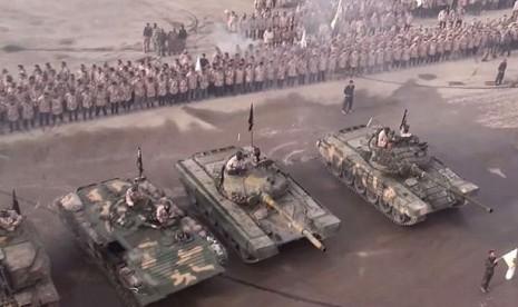 Parade pasukan Jaysh al-Islam