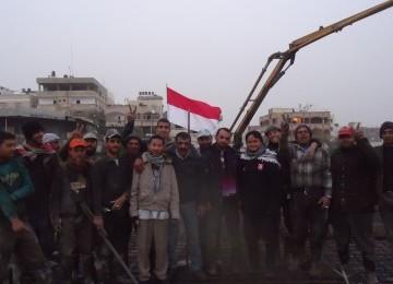 Relawan Jumatan di Bawah 'Hujan Rudal' Israel