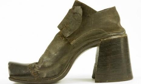 Sepatu Hak Tinggi ternyata Pernah Dipakai Pria