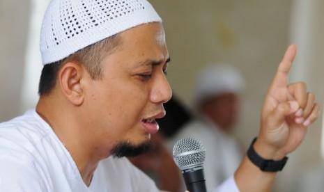 Ketika Ustadz Arifin Ilham Ajak Romo Katolik Masuk Islam