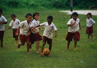 Cetak Pribadi Tangguh Dengan Sepak Bola