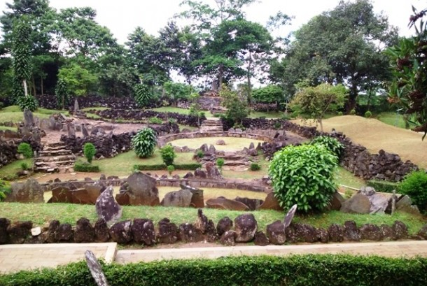 Ara Situs Taman Purbakala Cipari, kaki Gunung Ciremai, Kabupaten Kuningan, Jawa Barat.