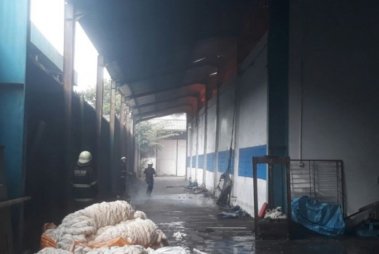 Hasil gambar untuk gambar Gudang Kapas di Kopo Bandung Terbakar