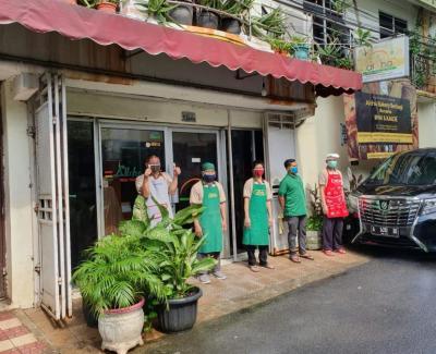 Indonesia Halal Watch (IHW) bekerja sama dengan perusahaan roti Aloha Bakery akan membagikan sejumlah roti gratis.