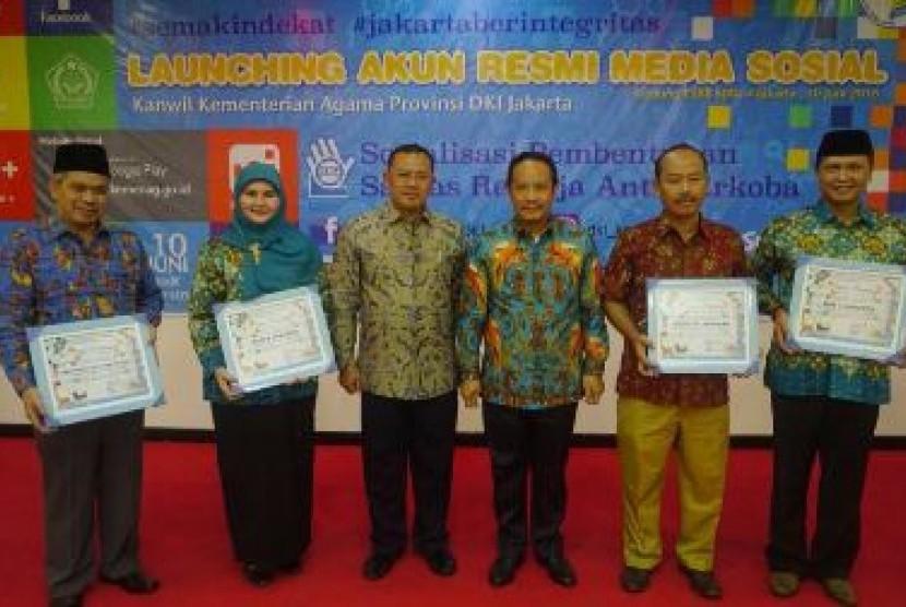 Kanwi Kemenag DKI, Abdurrahman, (tiga dari kanan) saat peluncuran akun media sosial Kanwi Kemenag DKI di Jakarta, Jumat (9/6)