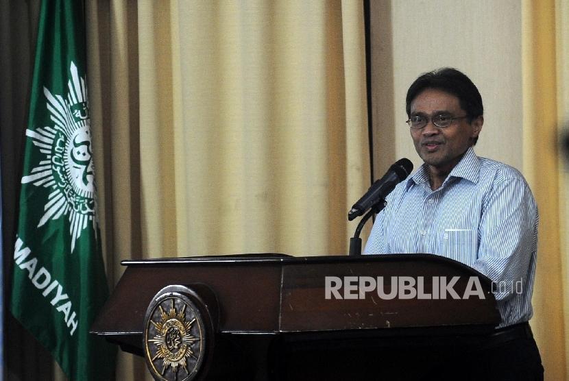 Ketua Bid Luar Negeri PP Muhammadiyah Bahtiar Effendy berbicara saat membuka pengajian bulanan PP Muhammadiyah, Jumat (13/5)malam.