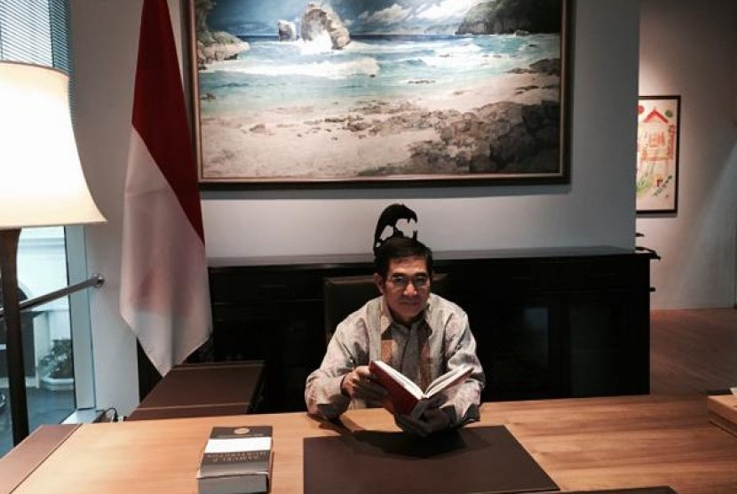 Ketua MK Hamdan Zoelva di perpustakaan Museum Kepresidenan Istana Bogor.