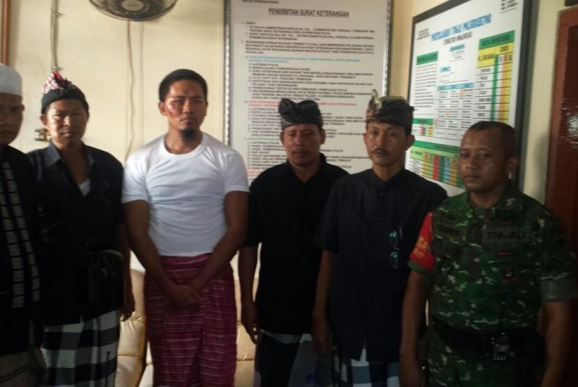Korban Putu Abdulah (tiga dari kiri).