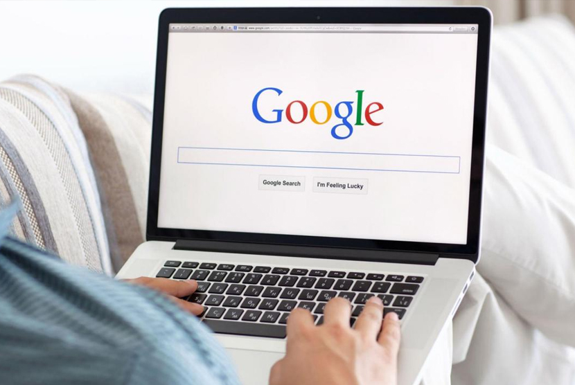 Menlusuri google. Ilustrasi