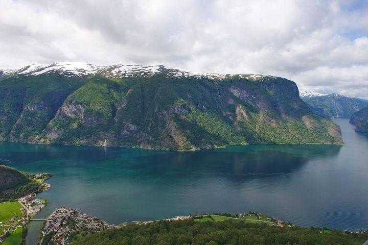 この壮大なフィヨルドはノルウェーならではのものですね!