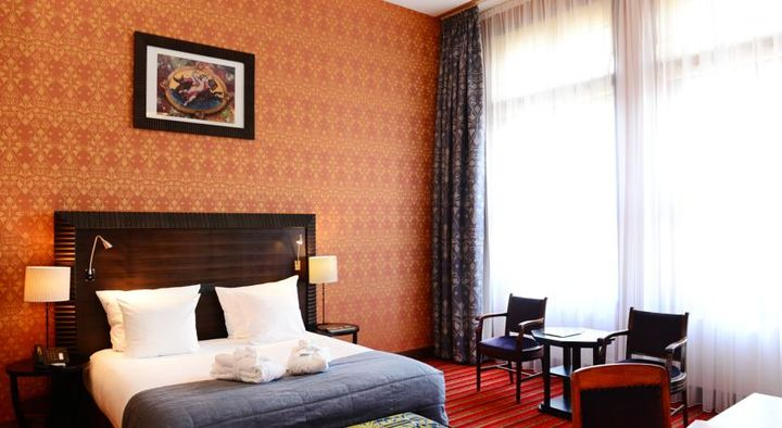 旧シッピングハウスを利用したアムステルダム中心部の豪華な5つ星ホテル