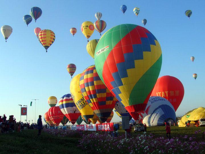 美しき気球の世界!「佐賀インターナショナルバルーンフェスタ」が絶景すぎる
