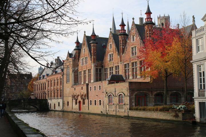 「北のベネチア」の異名を持つベルギー「ブルージュ」運河が張り巡る中世の街