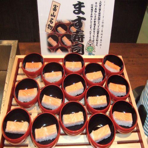 おいしい和洋の朝食には、富山の季節ものも用意されています。これはます寿司です。