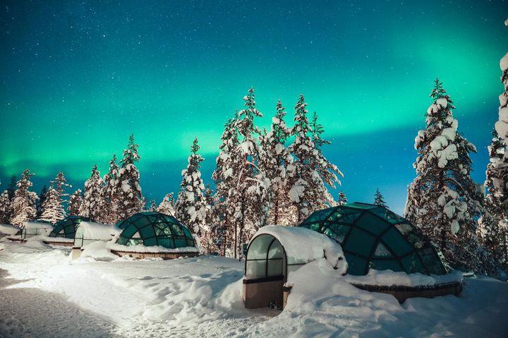 ベッドで寝ながらオーロラ鑑賞!フィンランドの贅沢すぎるガラス張りホテルとは