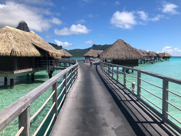 さあ、癒しの旅へ。一人旅で行きたい世界の「絶景リゾートアイランド」11選