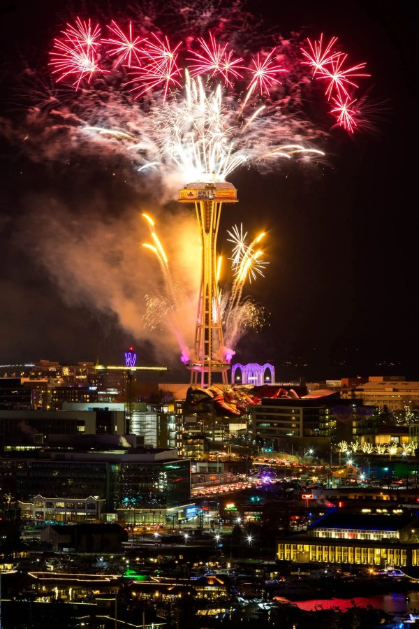 Fireworks kick off 2018 in Seattle | The Seattle Times