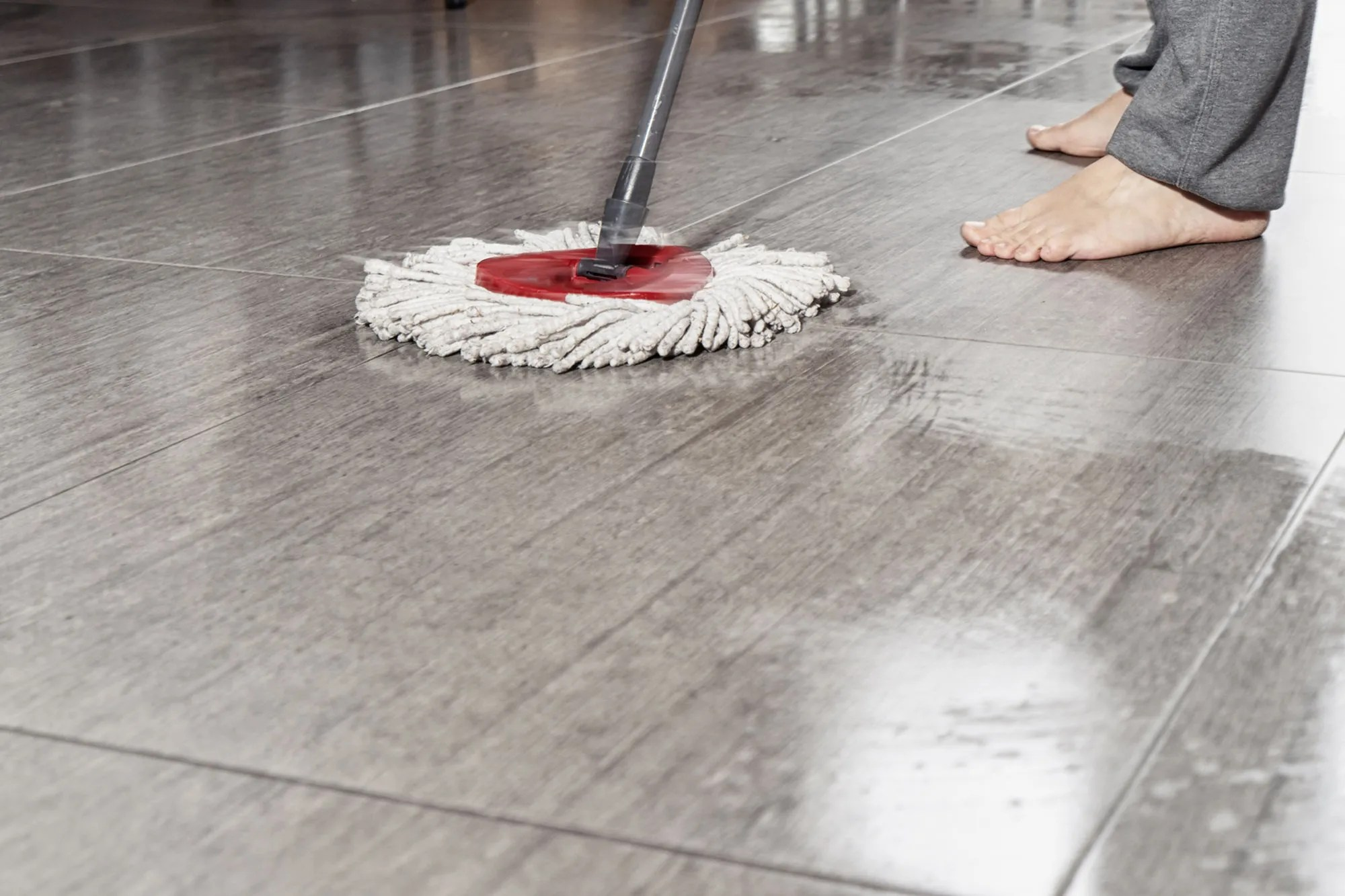how to fix a squeaky floor without
