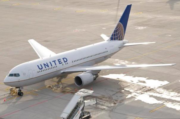 https://upload.wikimedia.org/wikipedia/commons/2/2f/United_Airlines_Boeing_767-200%3B_N76153%40ZRH%3B31.12.2012_685av_%288437285851%29.jpg