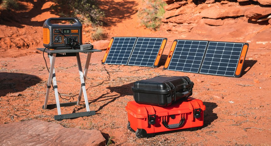 Jackery Explorer 1000 is the biggest Jackery power station, and one of the most powerful portable power stations. With 1002Wh capacity, 1000W rated power (2000W surge power) and multiple output charge/recharge ports, it meets the power supply needs of hig