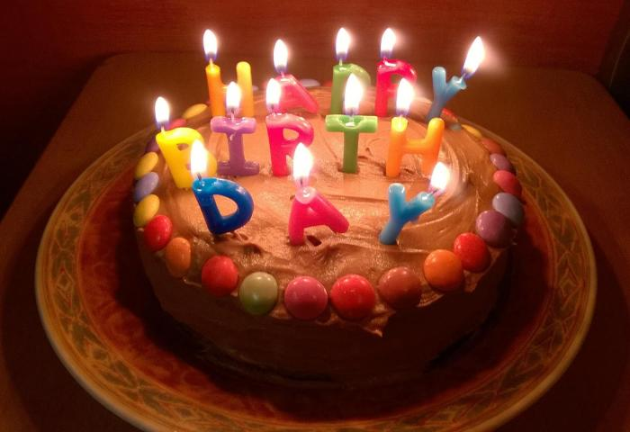 How To Bake And Decorate An Easy Handmade Birthday Cake At Home