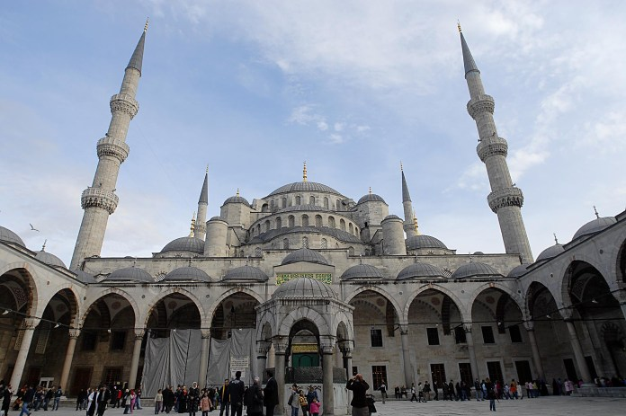 ISTANBUL VIEW OF THE MOSCOW SANTA SOFIA / SULTAN AHMET (ISTANBUL QURAN TURKEY RELIGION RELIGIONS MIDDLE EAST INTEGRALISM INTEGRALISM INTEGRALISTS ISLAMIC MUSLIM MUSLIMS ISLAM SULTANAHMET SULTAN AHMET SANTA SOA MOSA - MOSCOW - photo photo it can be used respecting the context in which it was taken, and without defamatory intent of the dignity of the people represented