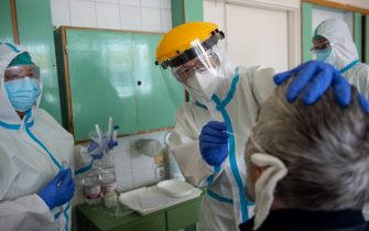 A picture is taken on April 30 2020 shows medical staff wearing personal protective equipment (PPE) as they prepare to take samples to test for the novel coronavirus at the Flor Ferenc Hospital of Kistarcsa, about 30 km east of the Hungarian capital Budapest amid the novel coronavirus COVID-19 pandemic. (Photo by KAROLY ARVAI / AFP) (Photo by KAROLY ARVAI/AFP via Getty Images)