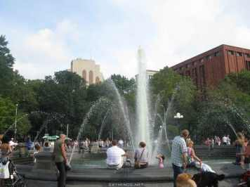 New York City : 5th Avenue, Rockefeller Center, St Patrick's Cathedral, Flatiron Building, Madison Square Park, Shake Shack's, Little Italy, Soho, Greenwich Village, Time Square photo 15