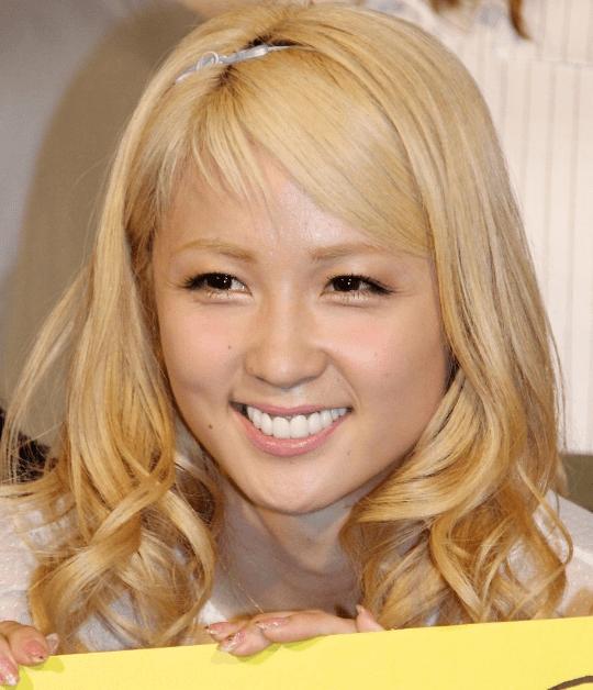 イー ガールズ あみ 【E-girls】Amiの歯茎が黒すぎる!多指症の噂も画像で徹底検証!