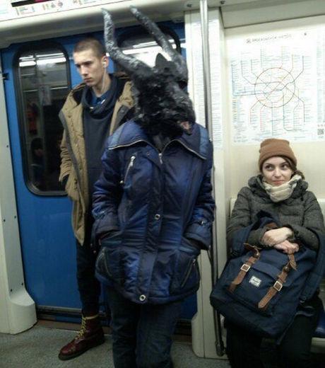 23 fotos das pessoas mais bizarras do metrô