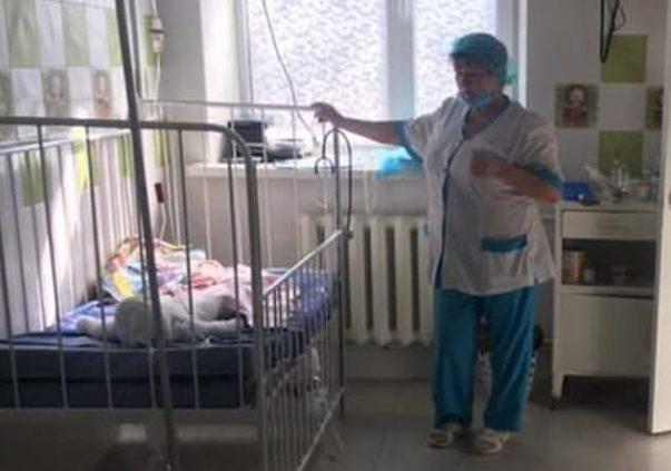 80% del cuerpo quemado: bebé lucha por sobrevivir tras caer a ...