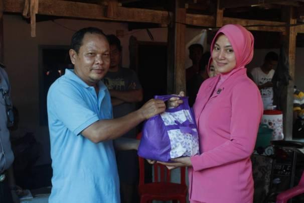 Ketua Bhayangkari Polres Majene Peduli Korban Kebakaran…