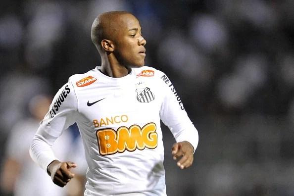 Santos v Portuguesa - Brazilian Serie A