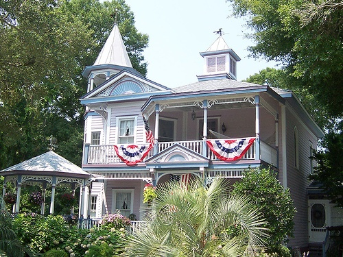 Patriotic Bunting on a Southern Style Home, Source