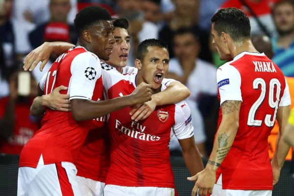 Xhaka, Iwobi and Bellerin celebrate with Alexis Sanchez after scoring a goal in the champions league