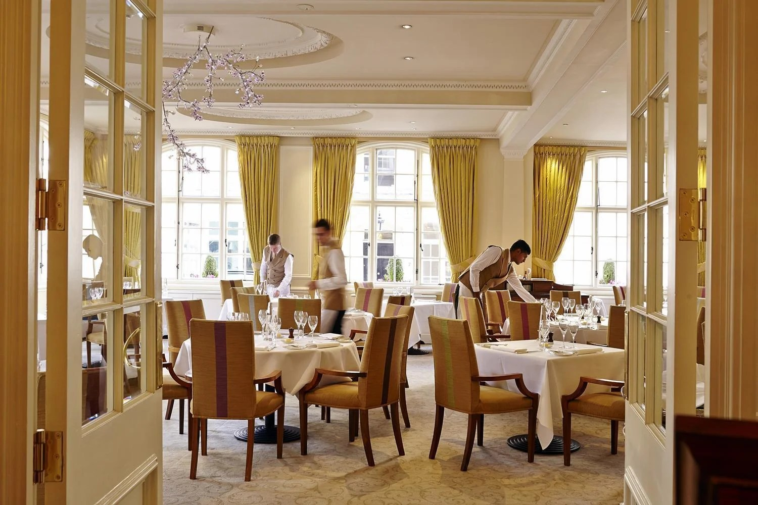 Famous London Restaurants The Dining Room At The Goring