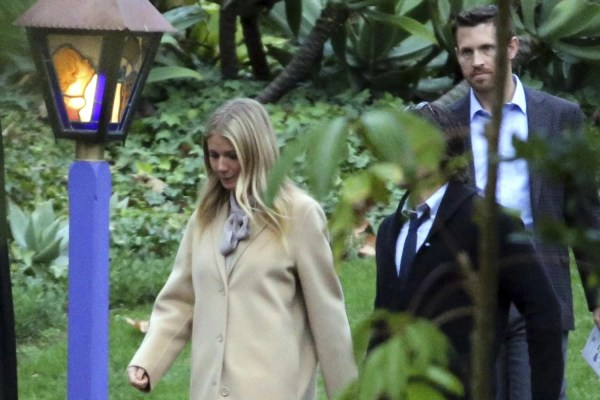 private memorial service held in beverly hills for carrie - HD1500×1000