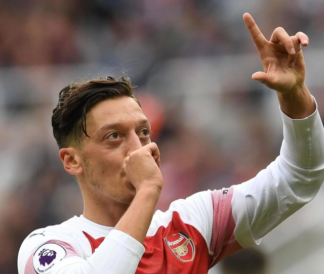 Unai Emery Pushing Arsenal Star Mesut Ozil To Deliver Consistent Quality