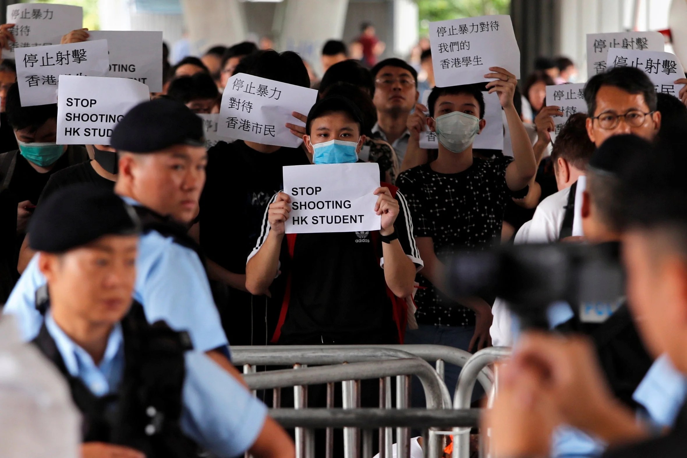 hongkongriotsthurs1306b Hong Kong riots: Further clashes between police and protesters as hundreds remain on the street in protest over extradition law
