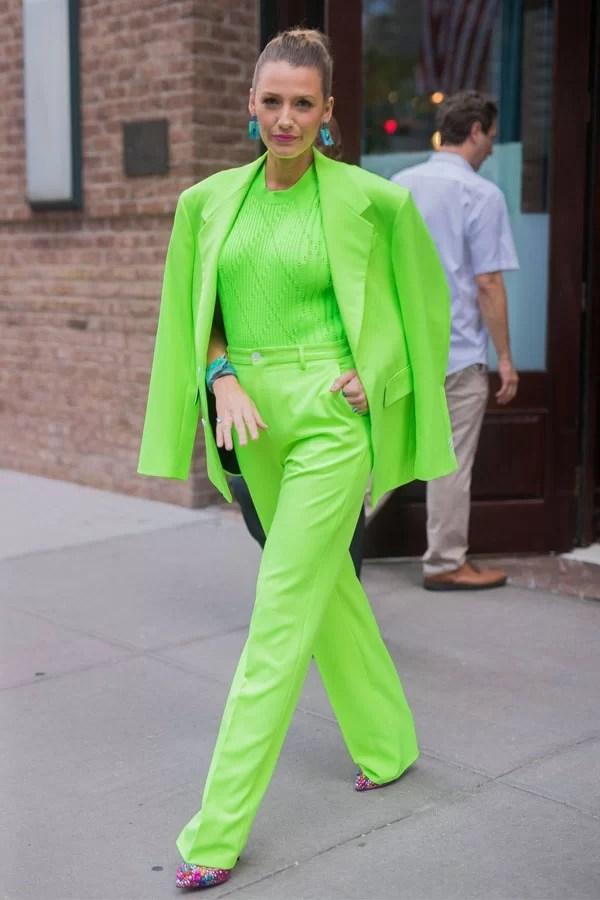 Blake Lively - terninho neon - green neon - meia-estação - street style