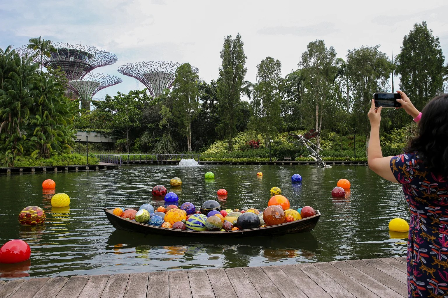 Visually stunning, this unique setting includes an eight gallery exhibition surrounded. Glass Sculptures By Famed Artist Dale Chihuly On Display At Gardens By The Bay Singapore News Top Stories The Straits Times