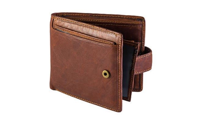 Poner un diente de ajo en la billetera o chauchera atrae el dinero.
